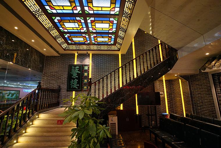 光线是餐厅空间设计氛围的重要因素