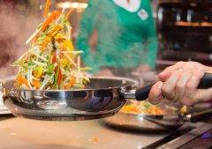 某餐饮品牌大厨都觉得菜的味道很一般,餐厅生意却异常火爆